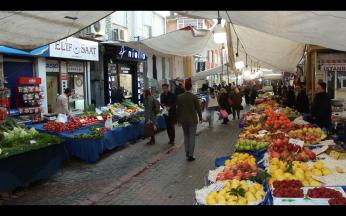 Çengelköy Bademi'nin satıldığı pazar. (Çengelköy/ İstanbul, 2018. F: Ömer Batuhan Özmen)